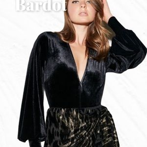 NWOT Bardot Bishop Sleeve Black Velvet Bodysuit 10